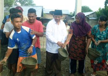 Gubernur AGK Ajak Masyarakat Halbar Bangun Budaya Babari
