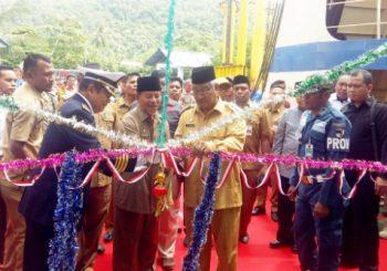 Tingkatkan Pelayanan Transportasi Laut, Gubernur Resmi Tiga Kapal Jalur Penyeberangan Lintas Bastiong-Rum dan Bastiong-Sofifi
