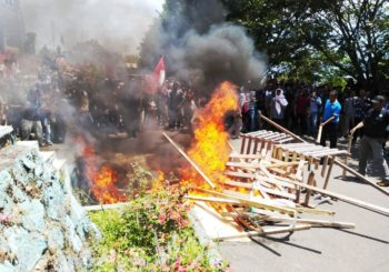 Ratusan Massa Aksi UMMU Desak Warek III Turun Jabatan