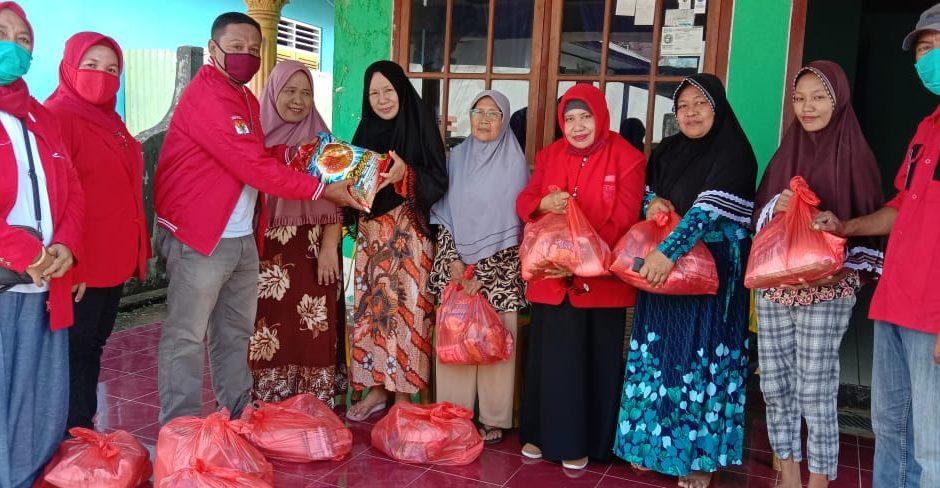 Hadapi COVID-19, PKPI Malut Salurkan Sembako untuk Warga