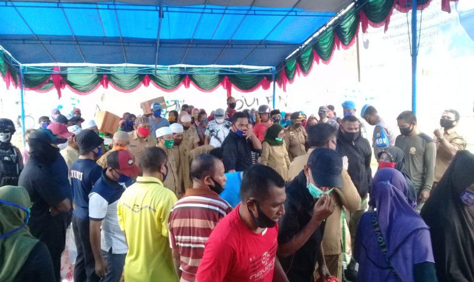 Pemda Kepsul Bagikan Sembako di Pasar Basanohi Fogi