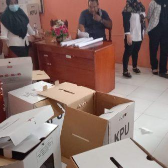 KPU Kepsul Buka Kotak Suara
